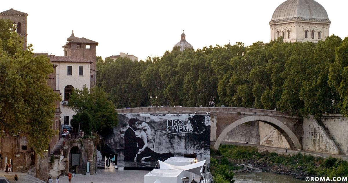 Roma catturata da Grease, la febbre dei cinema all'aperto
