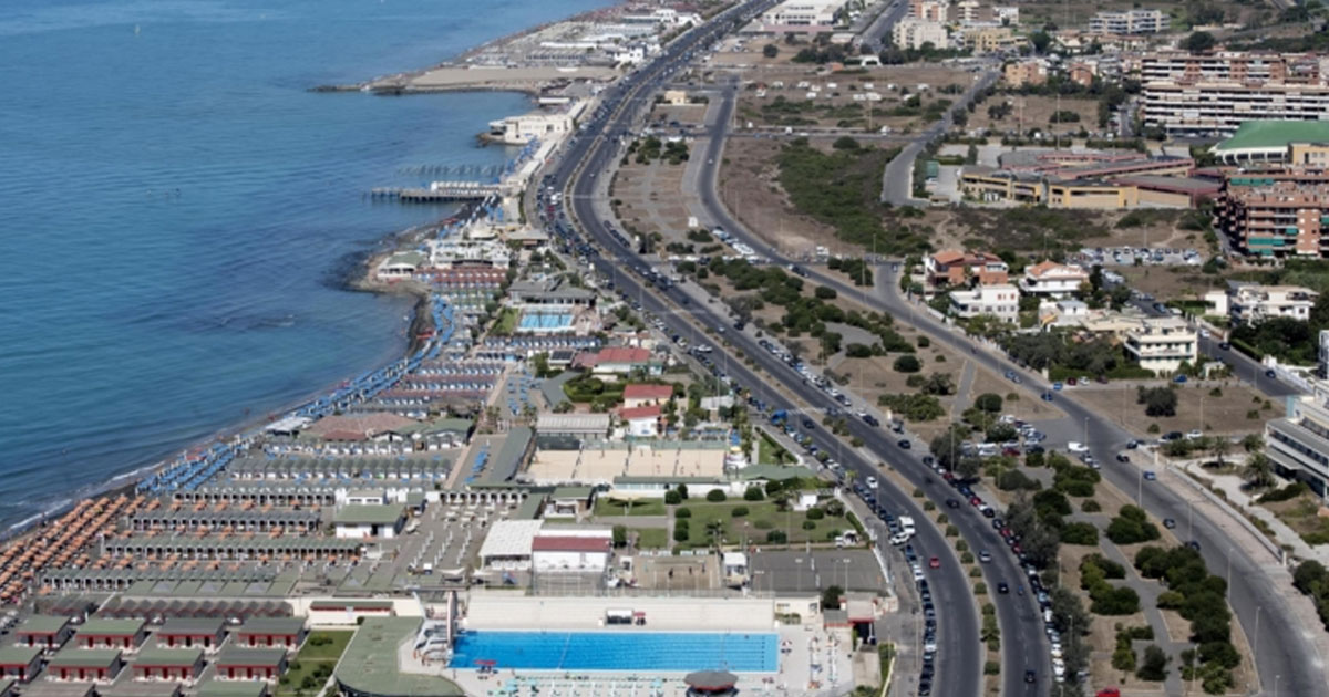 Stessa spiaggia, stesso mare: perché Ostia cambia nome?